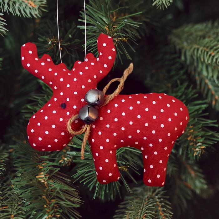 3441932 Набор для создания подвесной елочной игрушки из ткани 'Олень с бубенцами', цвет красный