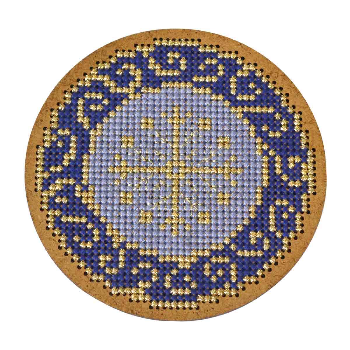 ИК-009 Набор для вышивания крестом на основе Созвездие 'Новогодняя игрушка 'Золотая роспись'8,5*8,5см