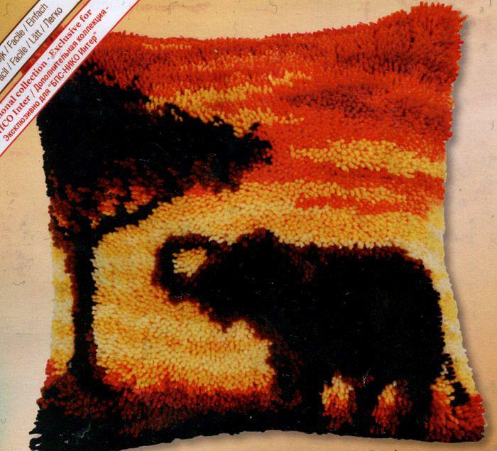 0014269-PN Подушка (ковровая техника) Vervaco 'Слон на закате' 40x40 см