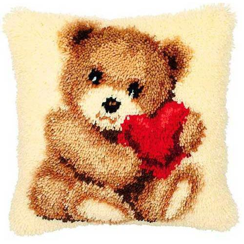 0014187-PN Подушка (ковровая техника) Vervaco 'Медвежонок с сердцем' 40x40 см
