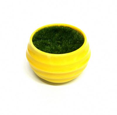 27082 Горшочек жёлтый с иск.травой, 5,2см*4,5см ( пластик, иск.материал)