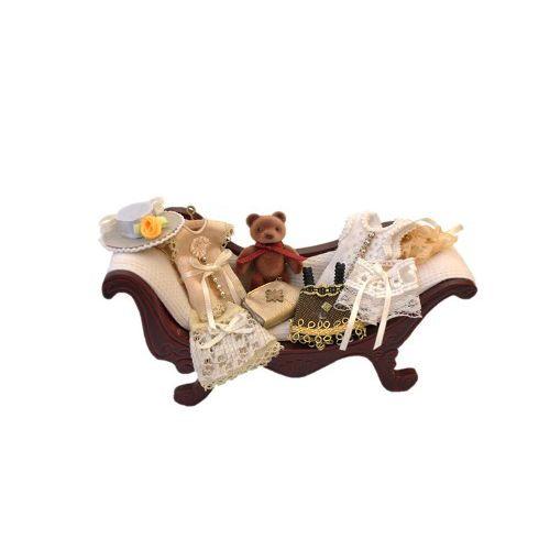 AM0102043 Софа с одеждой и мишкой, махагон, 15*5*7см