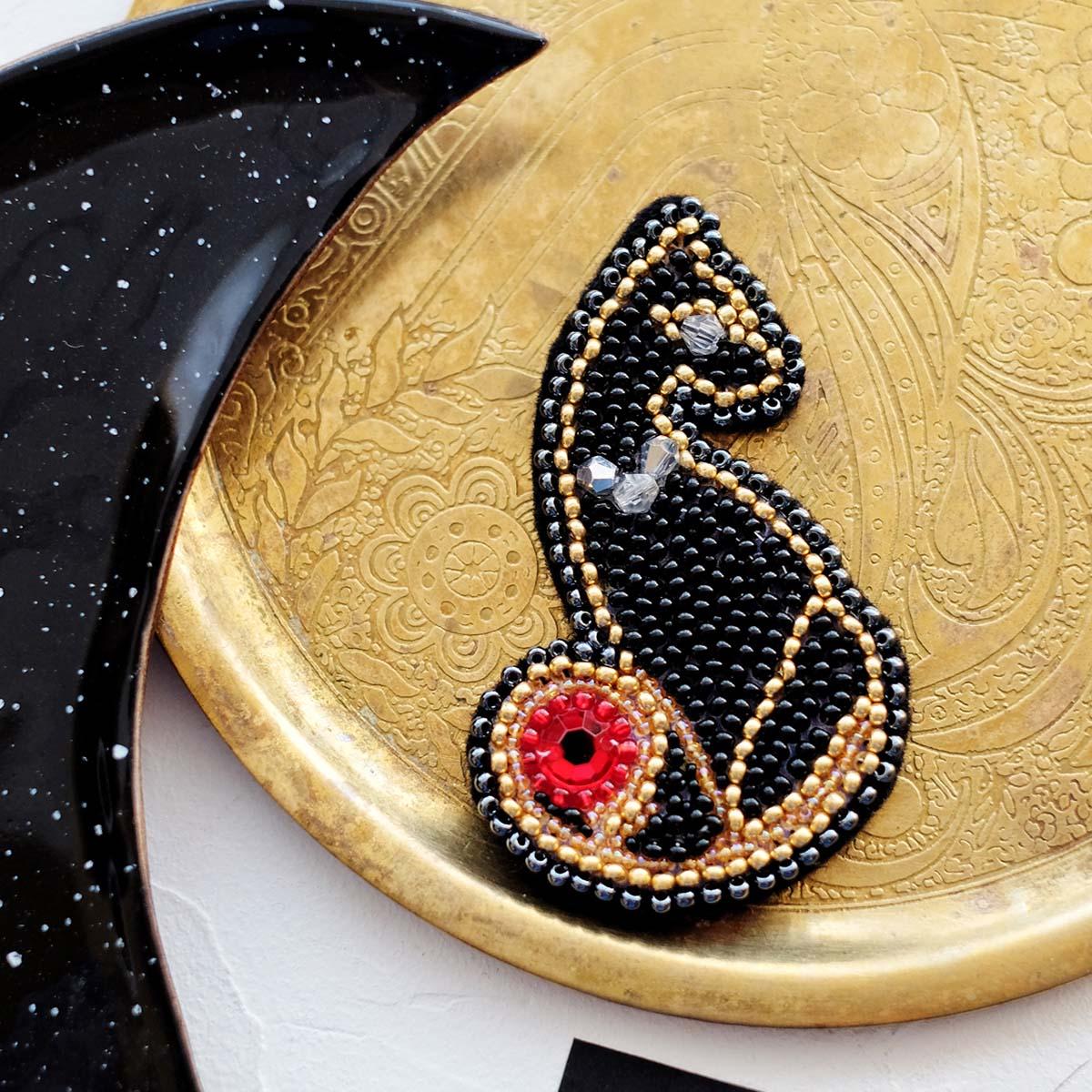 АД-048 Набор для вышивки бисером украшения на натур. художественном холсте 'Леди' 4,5*7,0см
