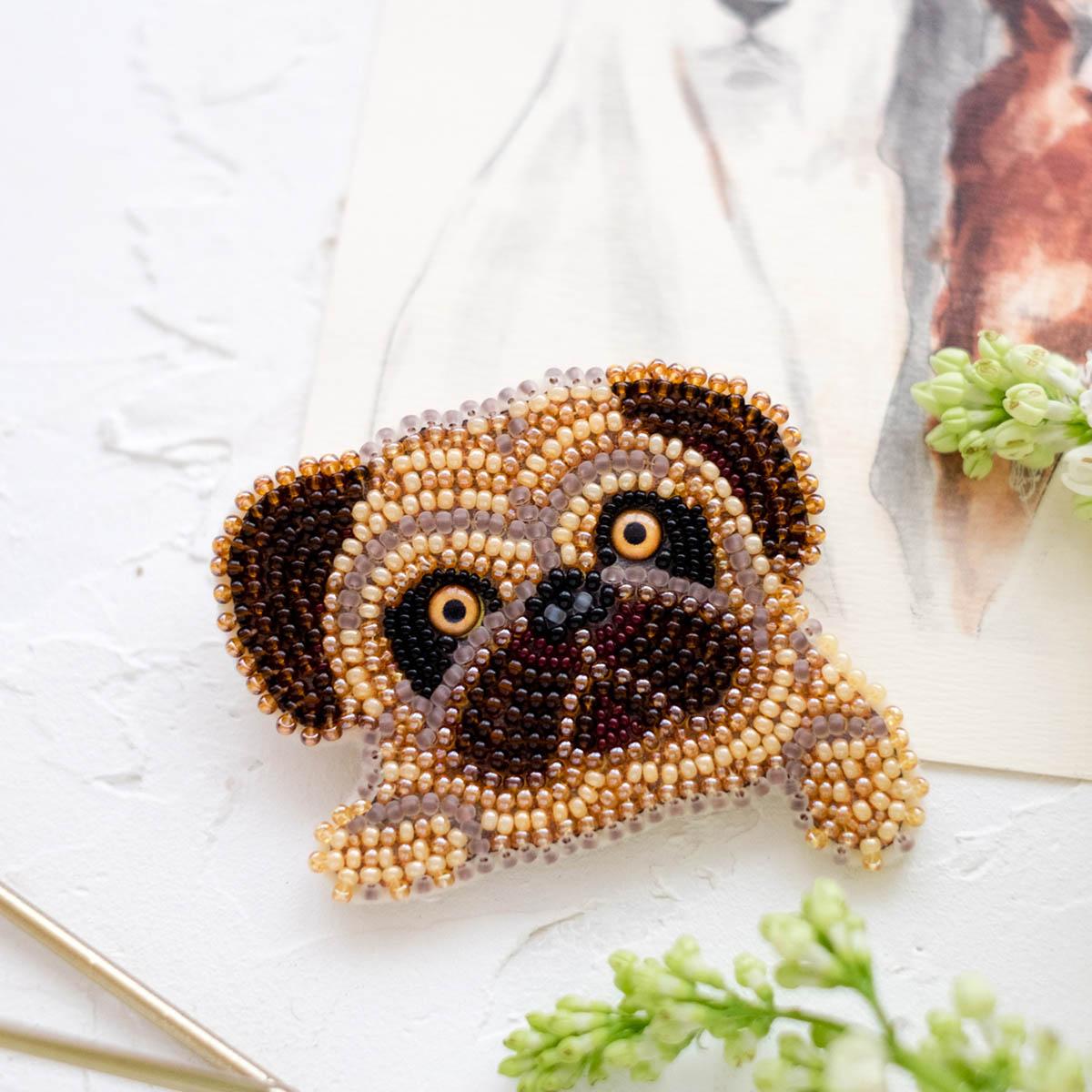 АД-057 Набор для вышивки бисером украшения на натур. художественном холсте 'Мопсик' 7,7*6,0см