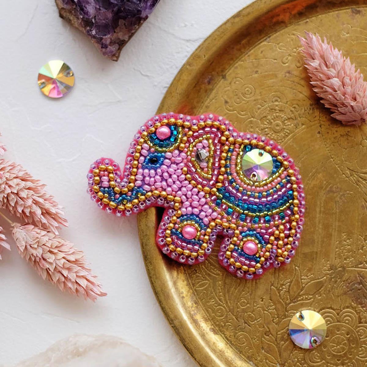 АД-038 Набор для вышивки бисером украшения на натур. художественном холсте 'Розовый слоненок'6,8*4,7см