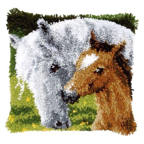 0146759-PN Подушка (ковровая техника) Vervaco 'Лошадь' 40x40 см